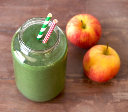 Spinach apple and pear smoothie